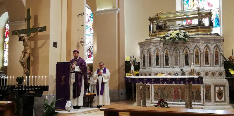 Coronavirus, la messa senza popolo del vescovo Luciano